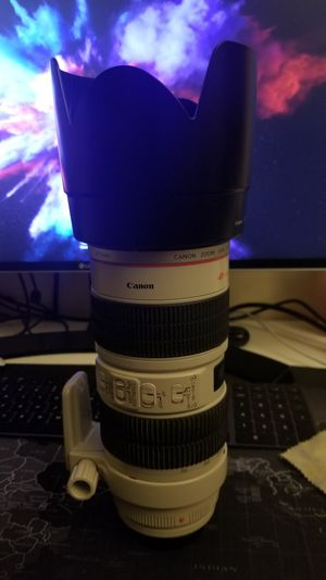 Canon EF 70-200mm F2.8 L IS USM like new for Sale in Lowell, MA