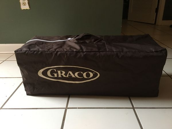 LIKE NEW! LIGHTLY USED! Graco Play Pen+ High Chair