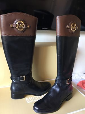Michael Kors size 7.1/2 M most for a narrow feet's for Sale in Los Angeles, CA