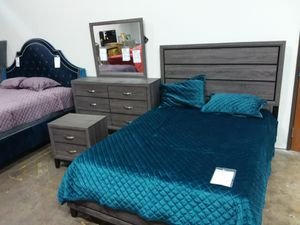 QUEEN BED WITH DRESSER MIRROR AND NIGHTSTAND for Sale in McKinney, TX
