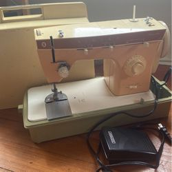 Singer Fashion Mate 368 Vintage Sewing Machine for Sale in Boston,  MA