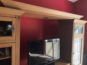 TV Stand Wall Unit - FREE for Sale in Pompano Beach, FL