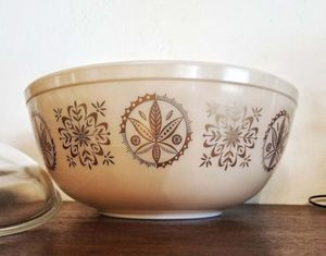 Vintage 4 quart Pyrex for Sale in Phoenix, AZ