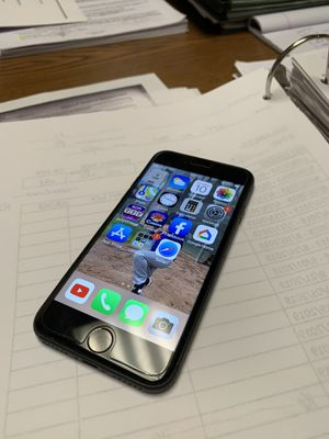Apple iPhone 8 64g - Good condition for Sale in Montebello, CA