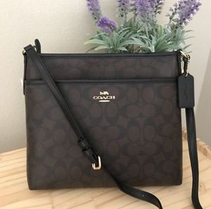 🌷Authentic Coach File Crossbody In Signature Canvas NWT. for Sale in Alhambra, CA