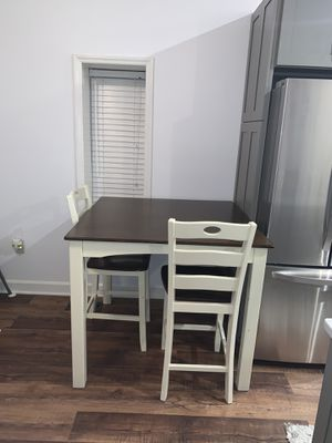 Ashley's Furniture counter height 5pc table set for Sale in Carrboro, NC