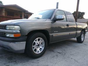 2001 Chevy Silverado 145k Salvage for Sale in Los Angeles, CA