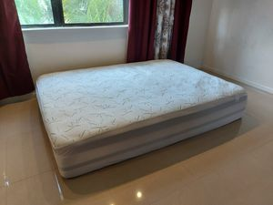 Pillow top Queen size mattress for Sale in Boca Raton, FL