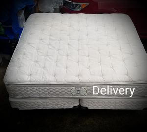 King pillow top mattress and box spring with metal frame for Sale in Clackamas, OR