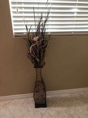 2 Large vases with flowers $10. Each for Sale in Wildomar, CA