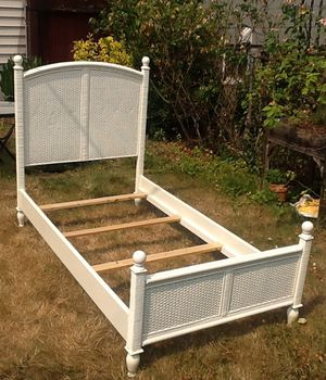 PIER 1 Twin bed - white - shabby chic style - great for kids/pre-teens/teens! for Sale in Seattle, WA