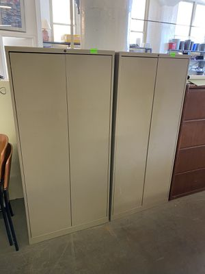 "30""W x 18""D x 63""H Metal Storage Cabinet by Knoll w/ Lock & Key in Dark Beige w/ 3 adjustable shelves + the bottom shelf for Sale in Cleveland, OH"