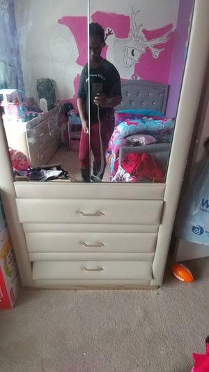 Bedroom set, must go!! for Sale in Detroit, MI