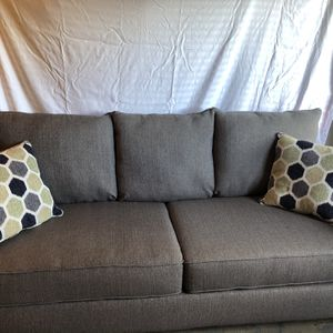 Newer Couch and Recliner (barely used) for Sale in Venetia, PA