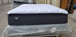 Quen selling pillows tap matres and boxpring for Sale in Hayward, CA