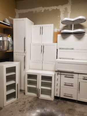kitchen cabinets set for Sale in West Jordan, UT