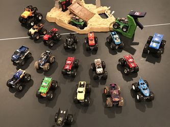Hot Wheels Monster Jam Grave Digger Boneyard Bash + Truck Bundle for Sale in Elmhurst,  IL