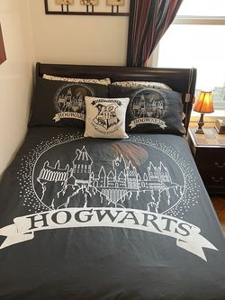 Harry Potter Bed Set 7 Pcs + Keychain + DVDs for Sale in Brooklyn,  NY