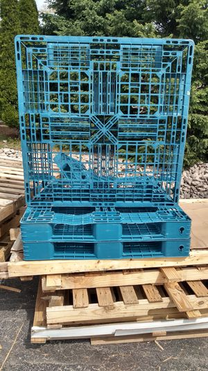 Plastic hevy duty double sided pallets for Sale in Little Chute, WI