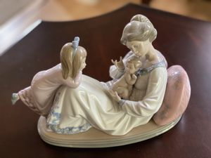 Lladro Porcelain Figurine Mother Daughter Baby for Sale in Tacoma, WA