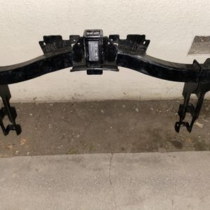 Chevy 2500 stock Factory hitch for Sale in Fresno, CA