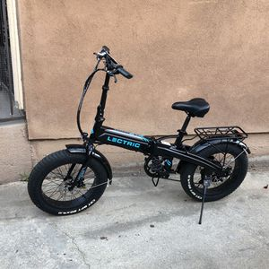 Electric Folding Bike 20mph Throttle And Peddle Assist for Sale in Los Angeles, CA