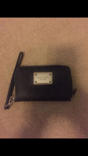 Authentic Micheal Kors wristlet for Sale in Houston, TX