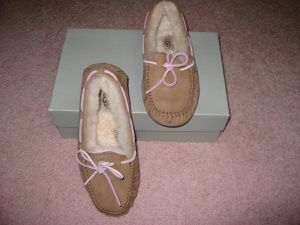 New Women's UGG Slippers - Size 6 for Sale in Orange, CA