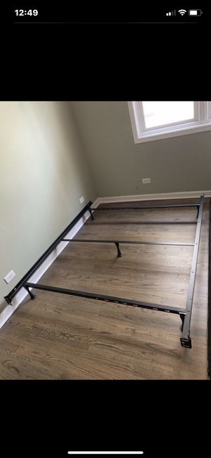 Adjustable bed frame Queen/Full for Sale in Addison, IL