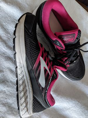 Brooks women shoes size 10-10.5 for Sale in Brush Prairie, WA