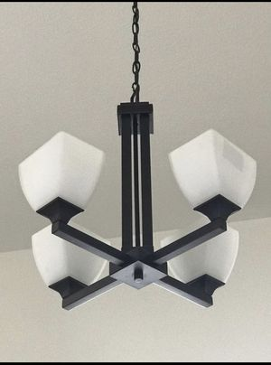 Modern Chandelier. Excellent condition for Sale in Fort Lauderdale, FL