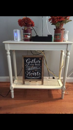 Console table like new for Sale in Dundalk, MD