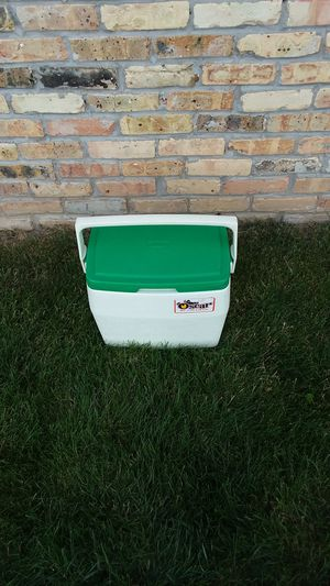 Oscar by Coleman Cooler for Sale in Hartland, WI
