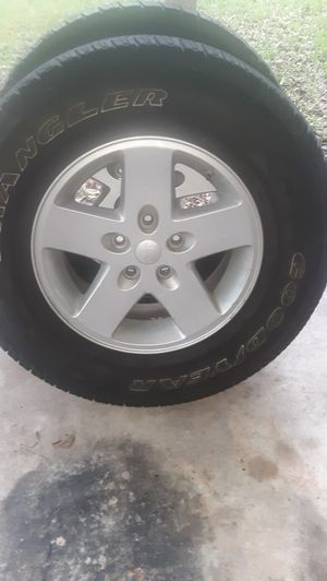 2-255/75/17 with Jeep Rims for Sale in Port Orange, FL