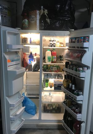 Kenmore refrigerator - works perfectly. With water and ice dispenser. for Sale in La Verne, CA