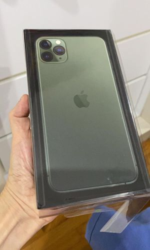 Brand new sealed unlocked iPhone 11 pro max for Sale in Chicago, IL