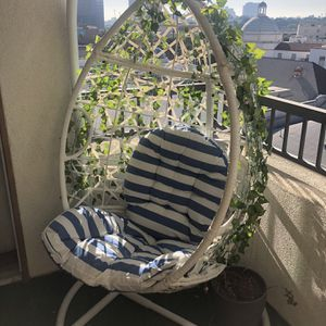 Egg Chair - White for Sale in Los Angeles, CA
