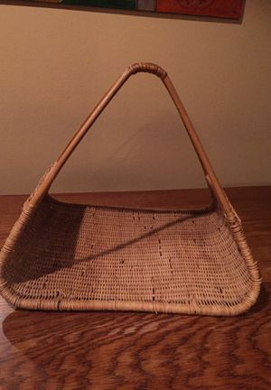 Vintage wicker rattan handled basket for Sale in Des Moines, WA