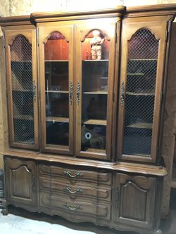Post 1950's Thomasville China Cabinet for Sale in Chesterfield,  MO