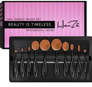 Oval Makeup Brush Set NEW DELUXE Beauty makeup for Sale in West Jordan, UT