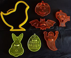 Cutlery 7 Vintage Amscan Halloween and Easter Cookie Cutters for Sale in Moriarty, NM