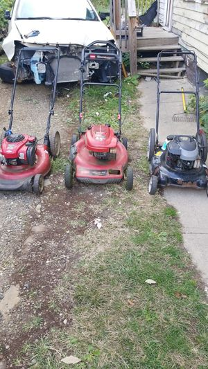 3 lawn mowers 60 cash for Sale in Cleveland, OH
