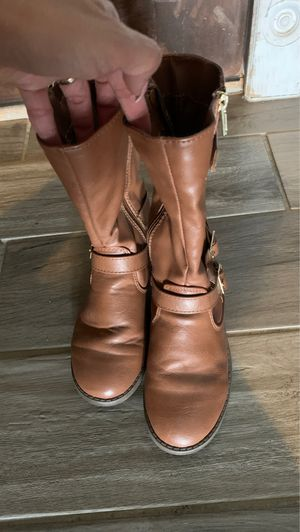 Girls size 13 brown boots for Sale in Phoenix, AZ