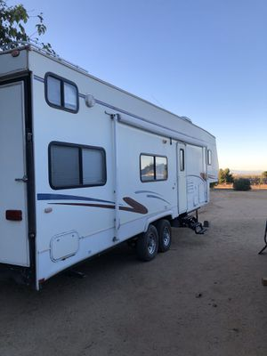 2002 Tahoe fifth wheel toy hauler for Sale in Palmdale, CA
