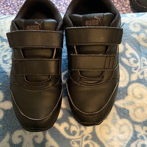 Boys Puma Leather Shoes Size 2Y for Sale in Glendora, CA