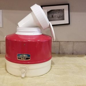 Vintage Thermos Liquid Cooler. 1 Gallon With Ice Pocket for Sale in Federal Way, WA