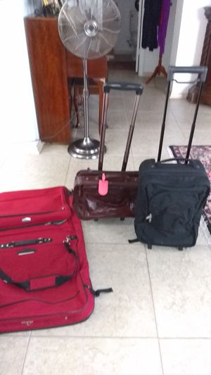 LUGGAGE CASES WITH WHEELS AND HANDLE ALL LEATHER SAM SONITE RED TOTE FOR SUITS AND CLOTHES ALL THREE BAGS AND EXCELLENT CONDITION ASKING $90 for Sale in San Antonio, TX