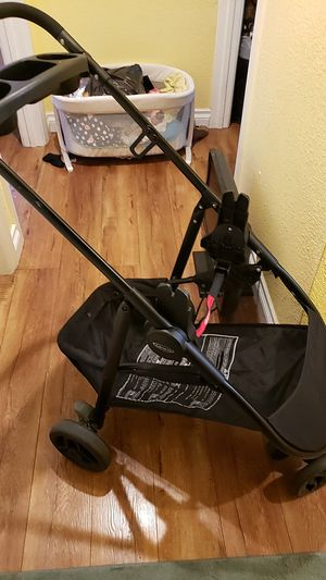 Snugride 3 elite frame stroller for graco car seat for Sale in Los Angeles, CA