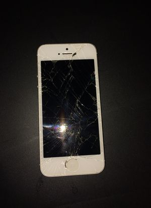 iPhone 5 (NOT WORKING, FOR PARTS) for Sale in Columbia, SC