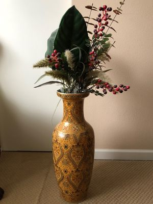 Vase and flowers for Sale in Vancouver, WA
